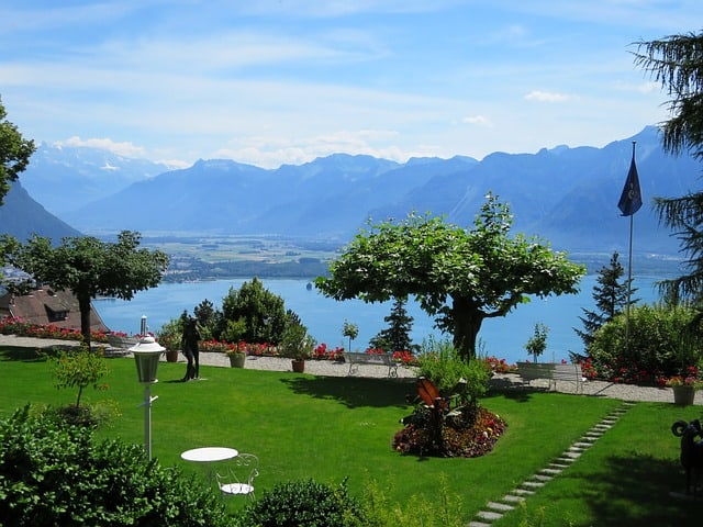 Happiest Country on Earth - Garden Lake Geneva Switzerland - https://www.makeavisionboard.com/happiest-country-on-earth/